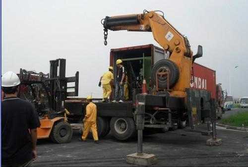 公司一直致力于大型液压龙门起重机的租赁与设备吊装安装服务;大型图片